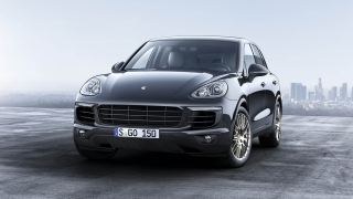 Porsche Cayenne Platinum Edition: A Touch of Precious Metal