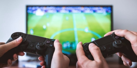 5 Health Problems Caused by Online Gaming