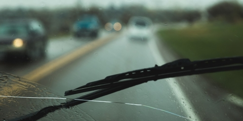 4 Ways to Stop a Windshield Crack from Spreading