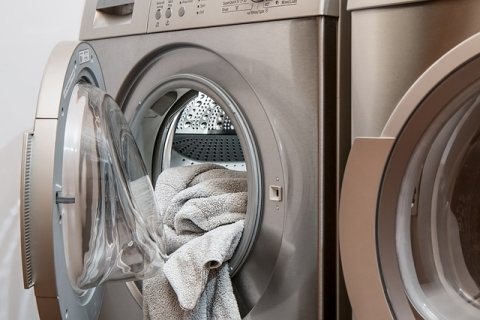 <b>7 Tips to Wash White Clothes with Stains</b><b></b>