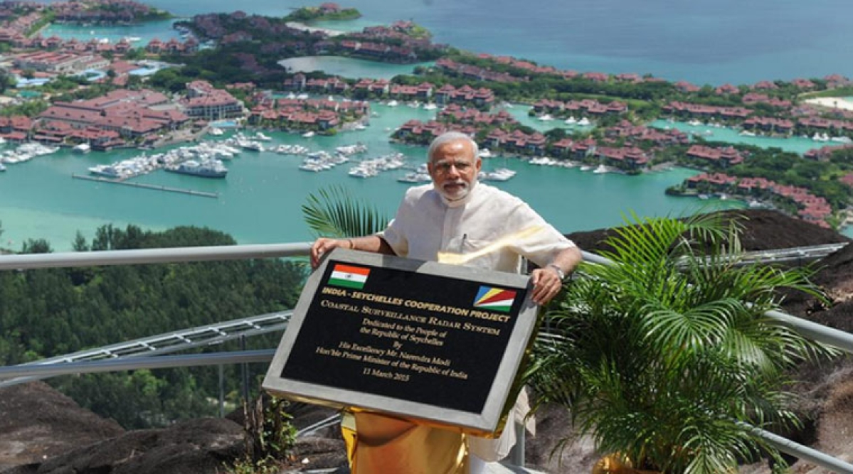 PM Narendra Modi unveiling plaque and operationalisation of radar for the CSRS India-Seychelles Cooperation project in Mahe, Seychelles.