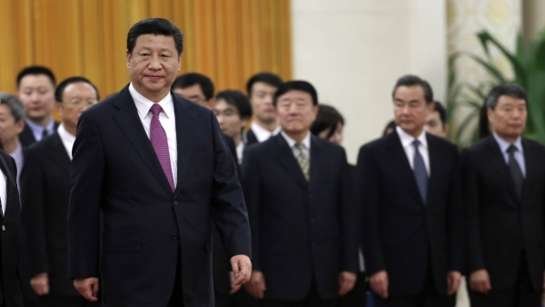 China's President Xi Jinping walks in front of Chinese senior officials during a welcoming ceremony (Photo: Reuters)