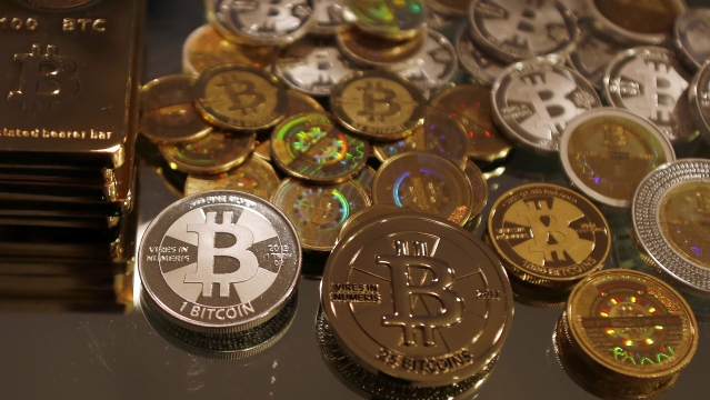 Bitcoins created by enthusiast Mike Caldwell are seen in a photo illustration at his office in Sandy, Utah, 17 September, 2013.  (Photo: Reuters)