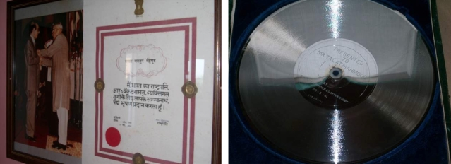 "The Padma Bhushan in 1992 (L) and the Silver Disc by EMI Records, 1961. (Photo Courtesy: <a href=""http://www.talatmahmood.net/"">www.talatmahmood.net</a>)"