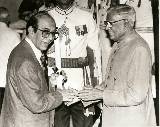 "Receiving the highly respected Padma Bhushan award from President of India Shri Venkataraman in Rashtrapati Bhavan, New Delhi. (Photo Courtesy:<a href=""http://www.talatmahmood.net/""> www.talatmahmood.net</a>)"