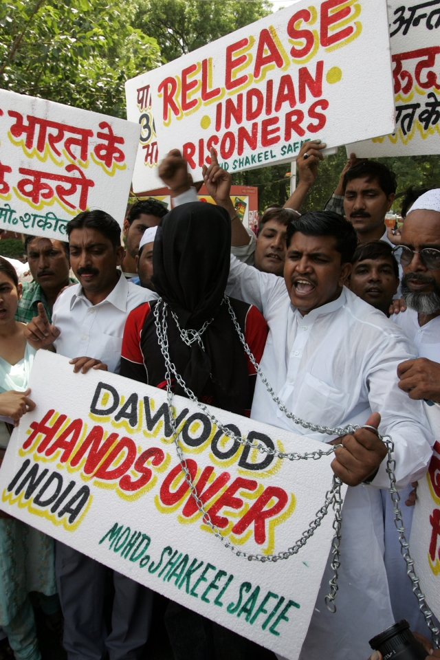 Indian Muslims hold placards and shout slogans during a protest, demanding Pakistan handovers all Indian inmates and Dawood Ibrahimin, New Delhi, September 2005.  (Photo: Reuters)