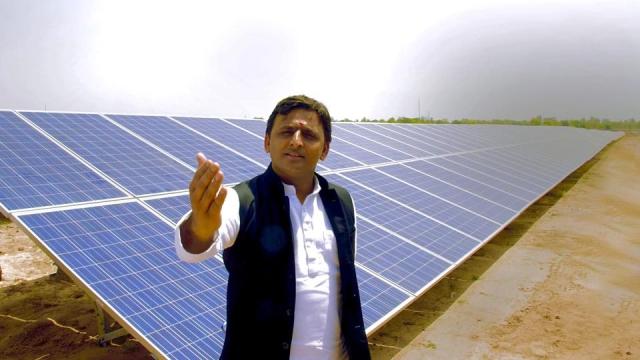 Akhilesh Yadav gestures during a site visit in rural Uttar Pradesh. (Photo: Facebook/Account of Uttar Pradesh CM Akhilesh Yadav)
