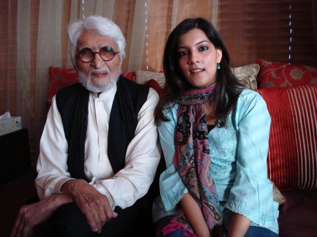 Sahar Zaman (right) with painter MF Husain (left). (Courtesy: Sahar Zaman)