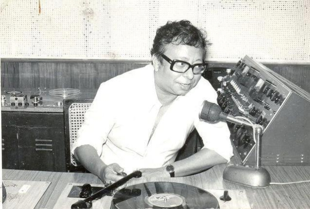 """A rare picture ofRD Burman in a studio (Photo: Facebook/<a href=""""https://www.facebook.com/pages/Pancham-Unmixed/391118874275789?sk=photos_stream"""">PanchamUnmixed</a>)"""