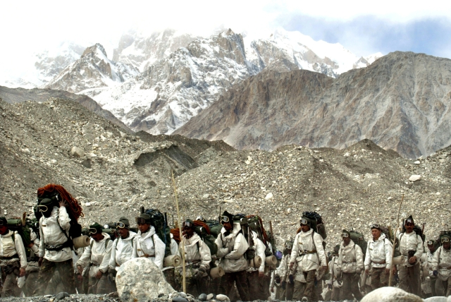 File image of Indian army soldiers returning from Siachen Glacier in 2003.