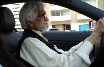 MF Husain driving his Ferrari (Courtesy: Sahar Zaman)