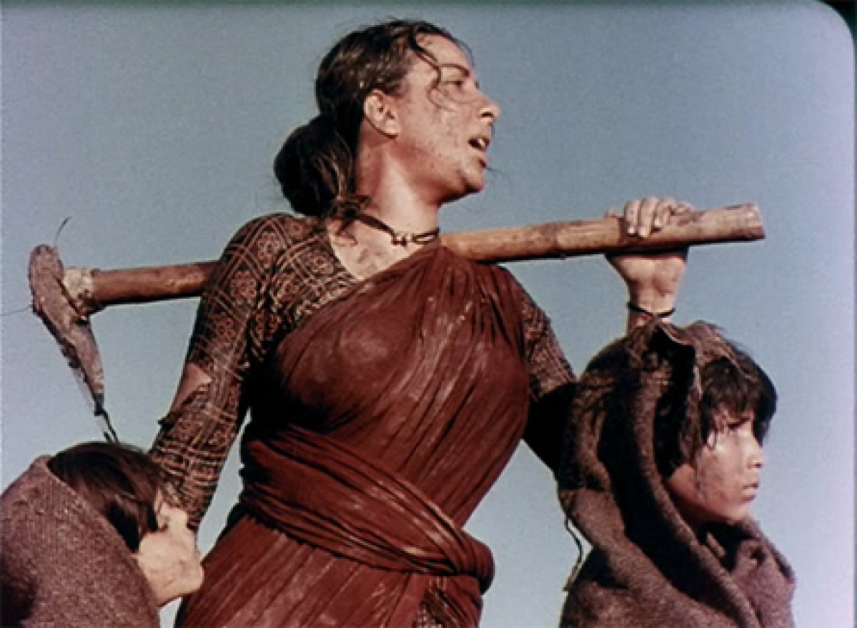 Nargis Dutt in <i>Mother India.</i>&#8221; data-reactid=&#8221;254&#8243;><figcaption class=