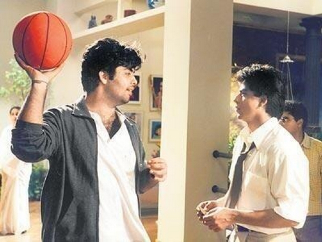"Shah Rukh and Karan Johar on sets of <i>Kuch Kuch Hota Hai</i> (Photo: <a href=""https://twitter.com/karanjohar/media"">Twitter/@karanjohar</a>)"
