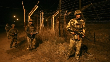 Indian Border Security Force (BSF) soldiers on night patrol near the fenced border with Pakistan in Abdullian, southwest of Jammu. (Photo: Reuters)