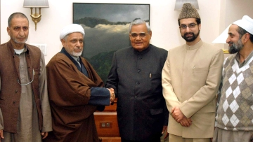 Former PM Atal Behari Vajpayee meeting with Hurriyat leaders in 2004. (Photo: Reuters)