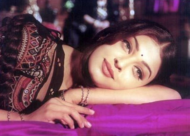 Aishwarya Rai Bachchan in a scene from <i>Hum Dil De Chuke Sanam </i>(1999)
