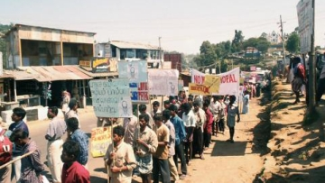Kodaikanal residents protest against HUL. (Photo: The News Minute)