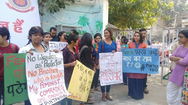 "Young women protest against misguided protectionism. (Photo: Facebook/<a href=""http://https://www.facebook.com/pinjra.tod.3?fref=ts"">Pinjra Tod</a>)"