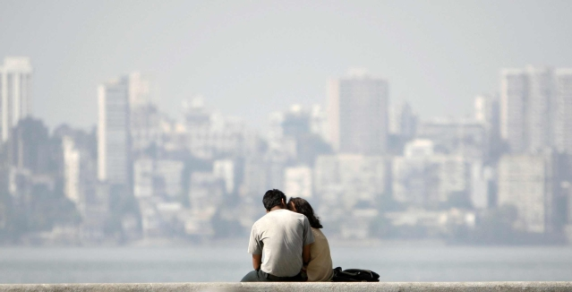A young couple sits at the seafront in Mumbai (Photo: Reuters)