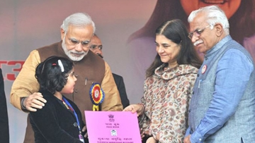 Maneka Gandhi with PM Modi and Haryana CM Manohar Khattar at the launch of the 'Beti Bachao' campaign.