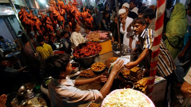 Meat being sold at a roadside eatery in Mumbai (Photo: Reuters)