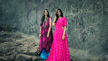 Fashion bloggers wearing maxi dresses with antique silver jewellery and a bandhni print. (Photo: CrazyHeart)