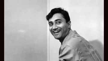 Dev Anand's much-aped hair-style symbolized an urban chic fashion trend.