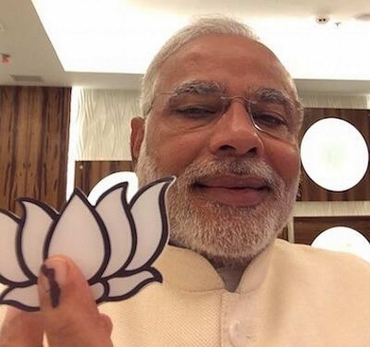 Even at 65, Birthday Boy Modi's Selfie Game is Tight - The Quint