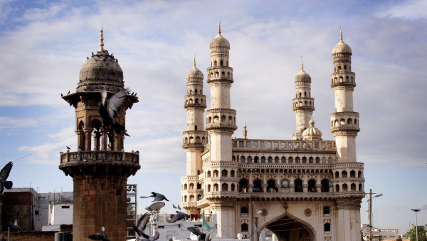 QHyderabad: Sec-144 Imposed at Charminar; Cops Rescue 3 Minors