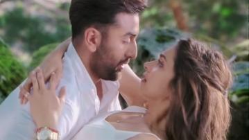 "Ranbir Kapoor and Deepika Padukone in Imtiaz Ali's Tamasha (Photo: Youtube/<a href=""https://www.youtube.com/watch?t=10&v=VN_qxutU_qc"">UTV Motion Pictures</a>)"