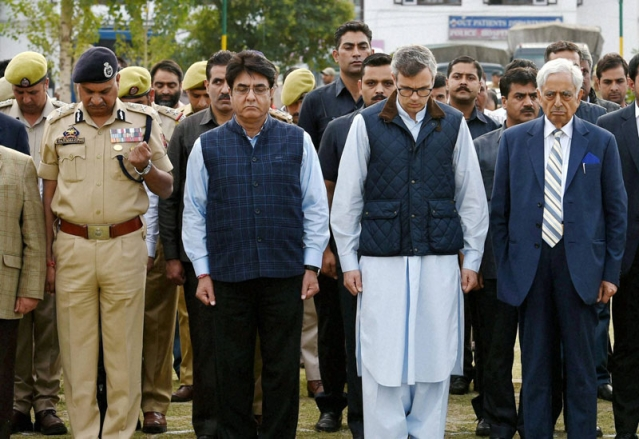 Chief Minister of J&K, Mufti Mohammad Sayeed and former CM Omar Abdullah at the funeral. (Photo: PTI)