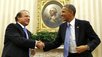US President Barack Obama shakes hands with Pakistan's Prime Minister Nawaz Sharif in the Oval Office at the White House in Washington on October 23, 2013. (Photo:Reuters)