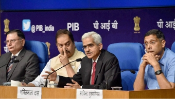 (From left to right) Finance Secretary, Ratan P Watal along with Shaktikanta Das, Secretary (DEA) and the Chief Economic Adviser (CEA) Arvind Subramanian holding a press conference in New Delhi on Monday. (Photo: PTI)