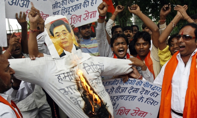 Shiv Sena activists burned an effigy of China's President Hu Jintao during a protest in New Delhi on October 5, 2009, against the Chinese government's policy of issuing different visas to residents of Kashmir. (Photo: Reuters)