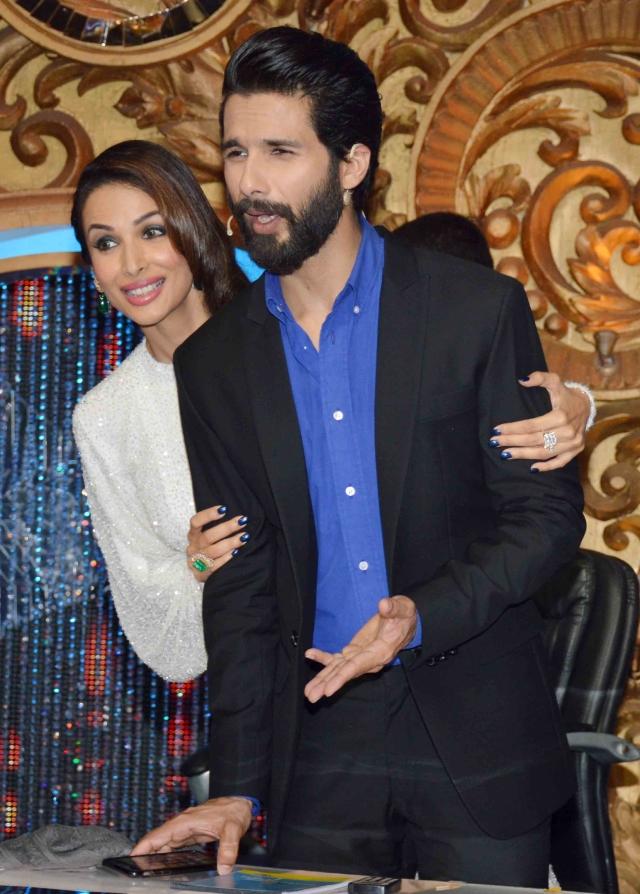 Shahid Kapur and Malaika Arora Khan were goofing around and cracking jokes in between shots(Photo: Yogen Shah)