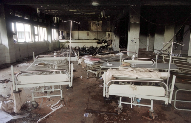 Hospital beds lie scattered among the debris in a hospital sacked by an angry mob in Thane, 35 km away from Mumbai on August 26, 2001. The violence was sparked by the death of Anand Dighe, 50, a leader of Shiv Sena, who died of a cardiac arrest in the hospital after being involved in a road accident. (Photo: Reuters)