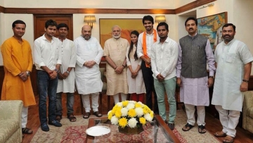 "Satender Awana, fourth from right, pictured here with PM Narendra Modi (Photo: Facebook/<a href=""https://www.facebook.com/satender.choudhari"">Satender Awana Abvp I</a>)"