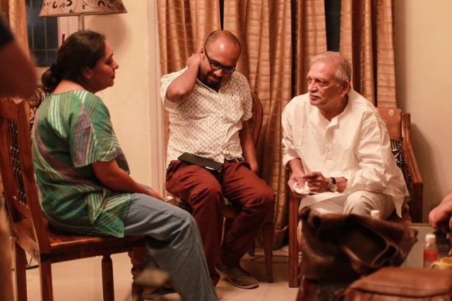 The writer, Somen Mishra (center) with Meghna Gulzar (left) and Gulzar (right) (Photo: Shaheen Muhammed)