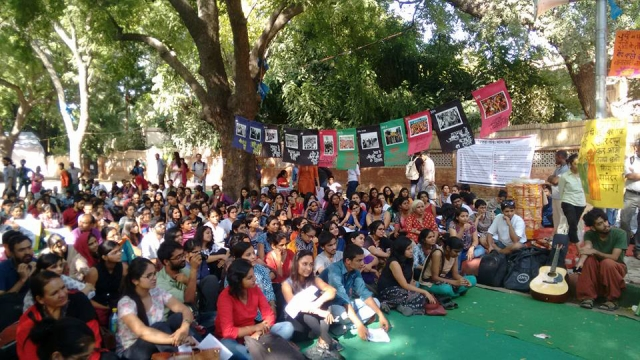 "The Pinjra Tod collective protests the shackling of women with hostel curfews, and the double standards for men and women.  (Photo: Facebook/ <a href=""https://www.facebook.com/pinjratod/photos/pb.879749405444778.-2207520000.1444620255./891846374235081/?type=3&theater"">#PinjraTod</a>)"