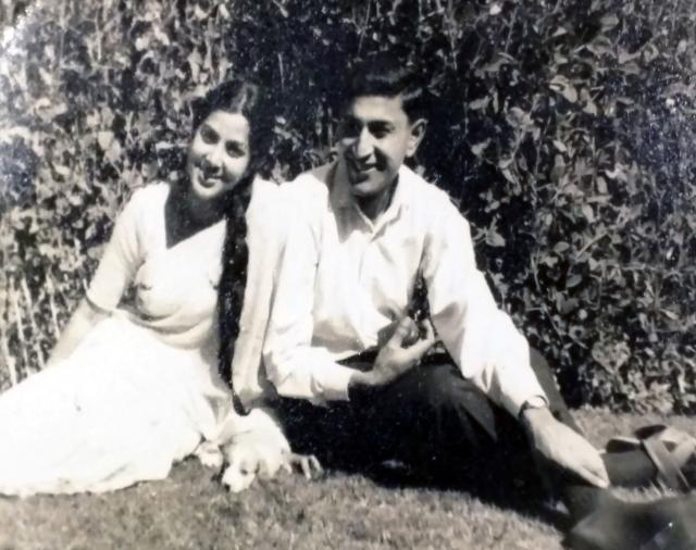 Kamal Khanna with wife Kamini Khanna. (Photo: Rohit Khanna/The Quint)
