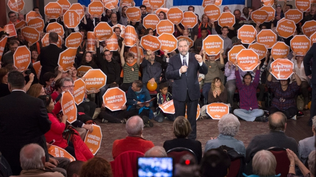 New Democratic Party leader Tom Mulcair salutes supporters at a rally on Thursday, October 15, 2015, in Sherbrooke, Quebec. (Photo: AP)