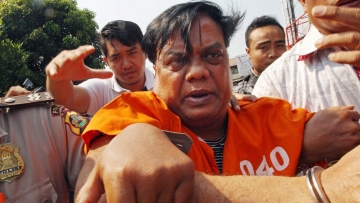 Chhota Rajan (centre) being escorted by plain-clothed police officers for questioning in Bali, Indonesia, Thursday, 29 October 2015. (Photo: PTI)