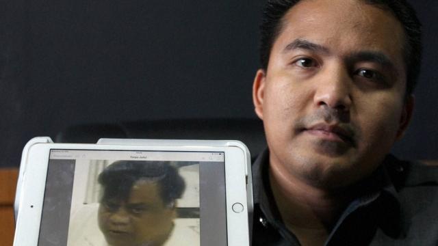 Denpasar Police chief detective Reinhard Habonaran Nainggolan holds a photo of Chhota Rajan, detained in Bali, Indonesia, October 27, 2015. (Photo: PTI)