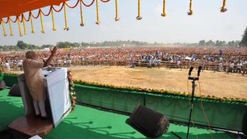 "Prime Minister Narendra Modi addressing the Parivartan Rally in Samastipur, Bihar.(Photo: <a href=""https://twitter.com/BJP4India/status/652103977165697024"">Twitter/BJP</a>)"