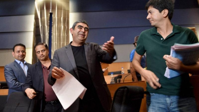 Ex-CEO of Infosys Technologies Vishal Sikka (centre).