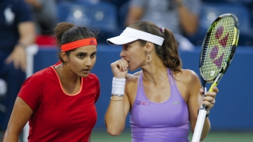 Sania Mirza and Martina Hingis have reached yet another semi-final. (Photo: Reuters)