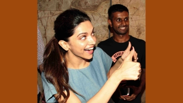 Deepika Padukone gives someone a two thumbs up at the <i>Talvar </i>screening (Photo: Yogen Shah)