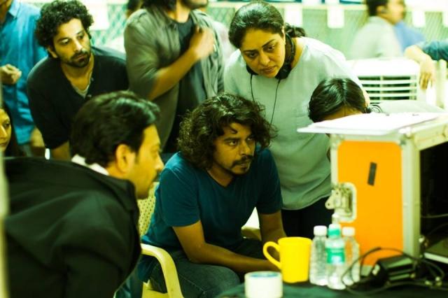 Meghna Gulzar with cinematographer Pankaj Kumar (sitting) on the sets of <i>Talvar </i>(Photo: Shaheen Muhammed)