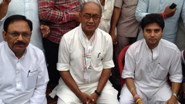 Senior leaders such as Digvijaya Singh realised that the Congress was walking into the BJP trap and went public saying that the party stood against cow slaughter. (Photo: @digvijaya_28)