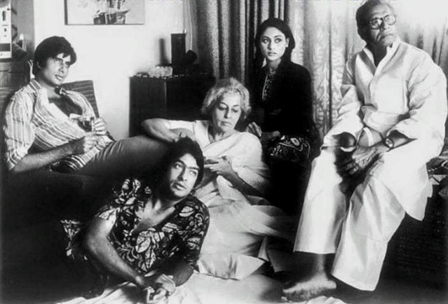 "Harivansh Rai Bachchan with his family, a rare find (Photo Courtesy: Twitter/<a href=""https://twitter.com/wrvaibhav1988/status/621439721642704896"">@wrvaibhav1988</a>)"